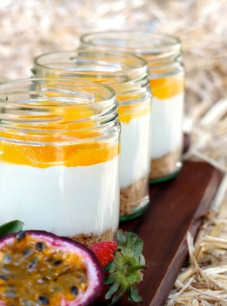 Yoghurt cheescake in a jar