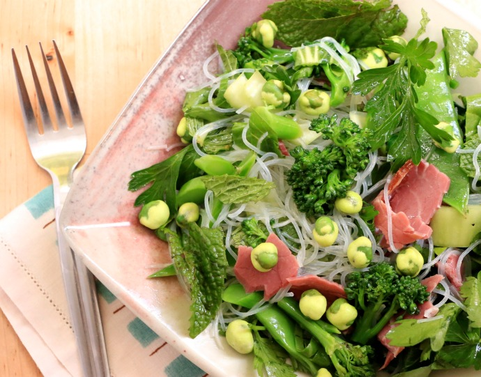 easy green veg roast beef salad with noodles and wasabi peas