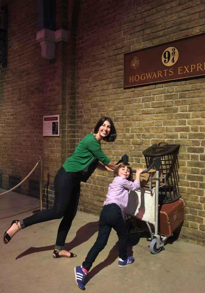 Platform 9 3/4 harry potter studio