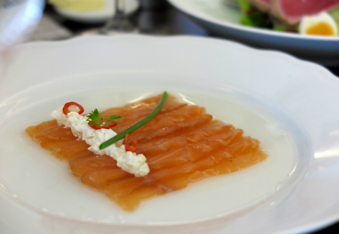 Gravelax de Saumon - House cured Salmon, creme fraiche with dill and fennel emulsion
