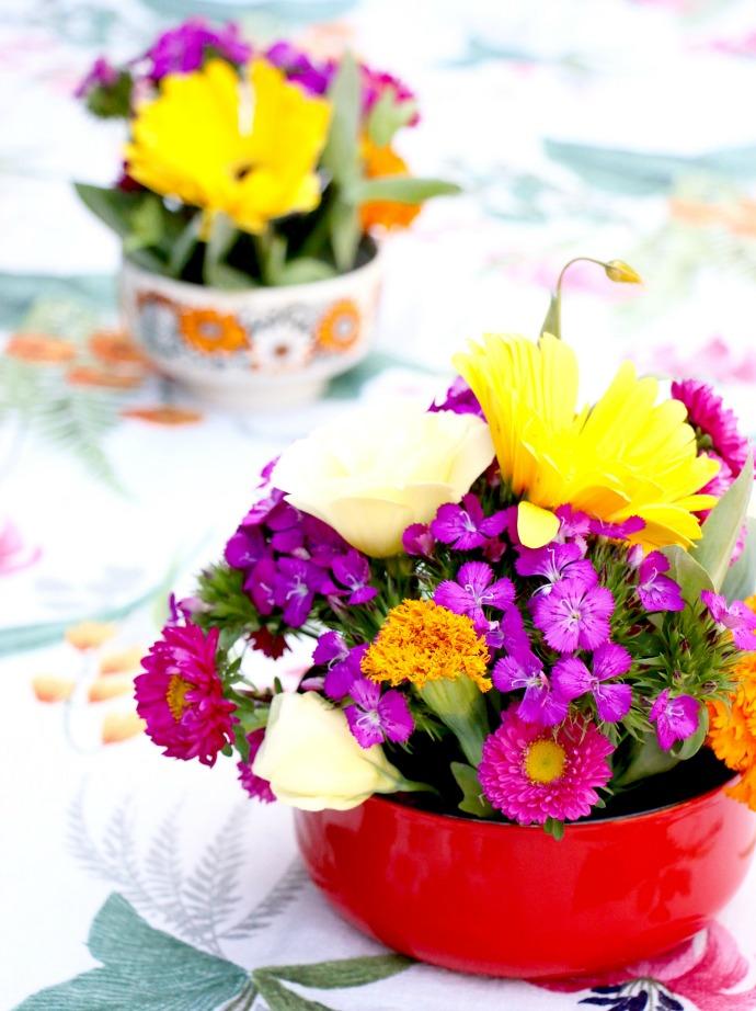 Flower arrangement in a bowl instructions