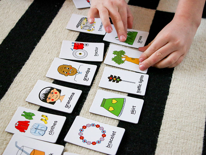 educational games for literacy school aged kids, use flash cards as story prompts