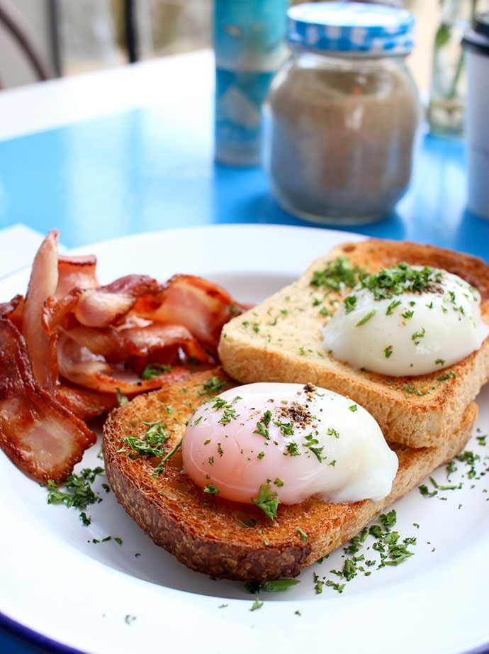 Bacon and slow poached eggs Swing Bridge Cafe Lorne - where to eat and drink in lorne guide - mypoppet.com.au