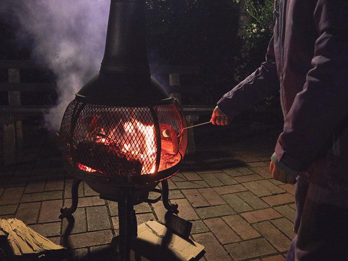 Toasting marshmallows warburton motel - mypoppet.com.au