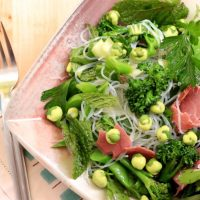 Healthy Green Salad with Beef and Wasabi Peas