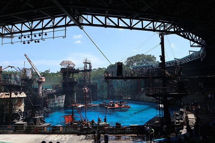 Universal studios singapore Waterworld stunt show - mypoppet.com.au