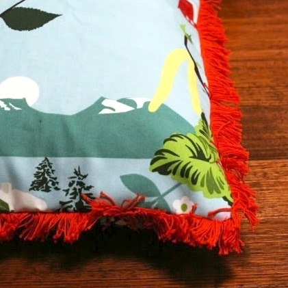 make a cushion with fringe