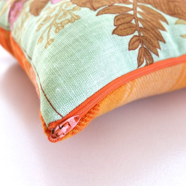 how to insert a zip in a pillow cover
