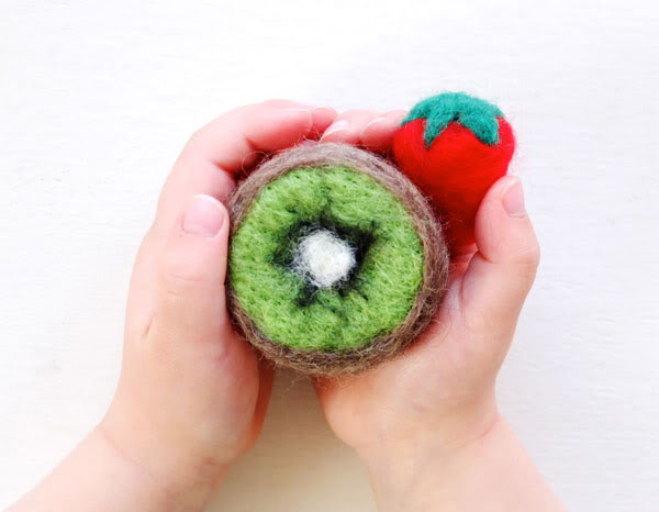 DIY felt play food - Strawberry & Kiwi - mypoppet.com.au