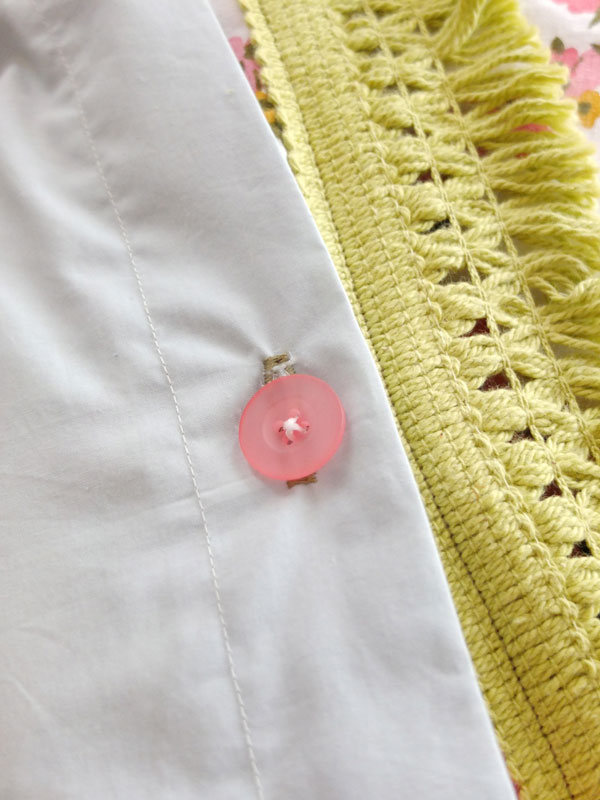 How to make button holes on a quilt cover - mypoppet.com.au