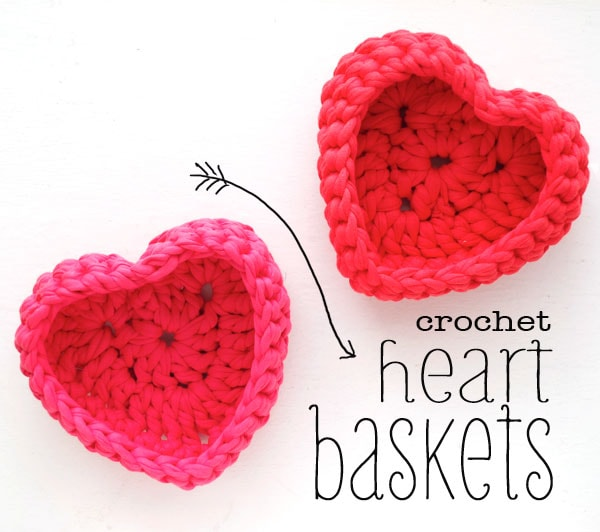 crochet heart shaped storage baskets made with zpagetti tshirt yarn