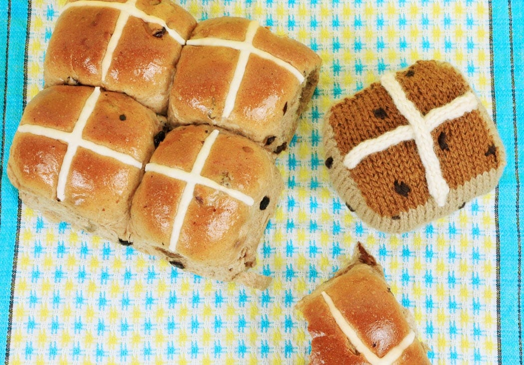 Knitted hot cross bun pattern