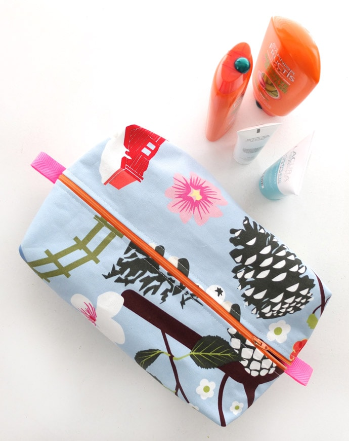 aaa2b0d0ce Zippered Wash Bag Pattern - Make a gift From One Mother to Another ...