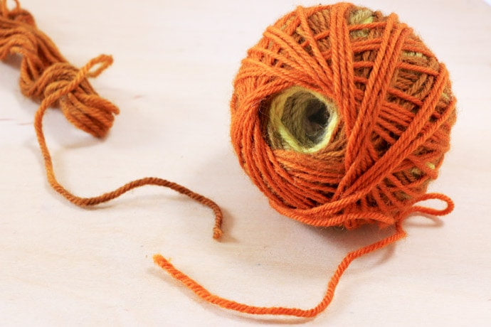 How to Join Yarn Ends by Needle Felting