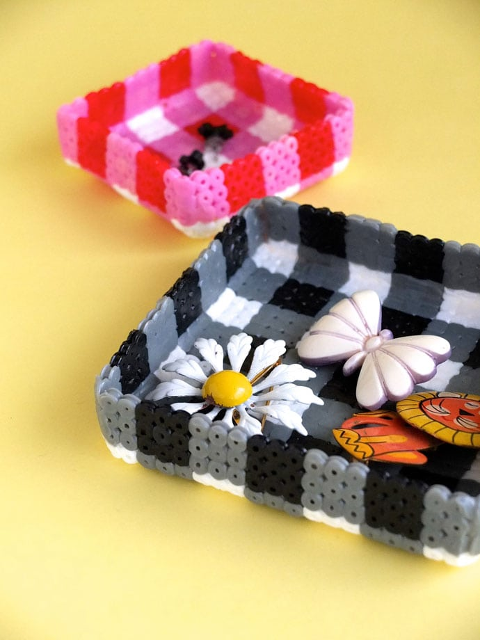 How to make a gingham pattern DIY Jewellery tray from pearler beads mypoppet.com.au