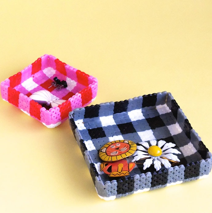 How to make a gingham pattern Jewelry tray from pearler beads mypoppet.com.au