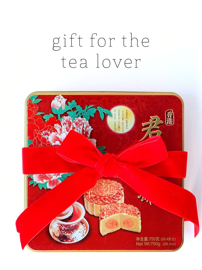 Gift idea for tea lovers - Christmas Vintage tin gift ideas