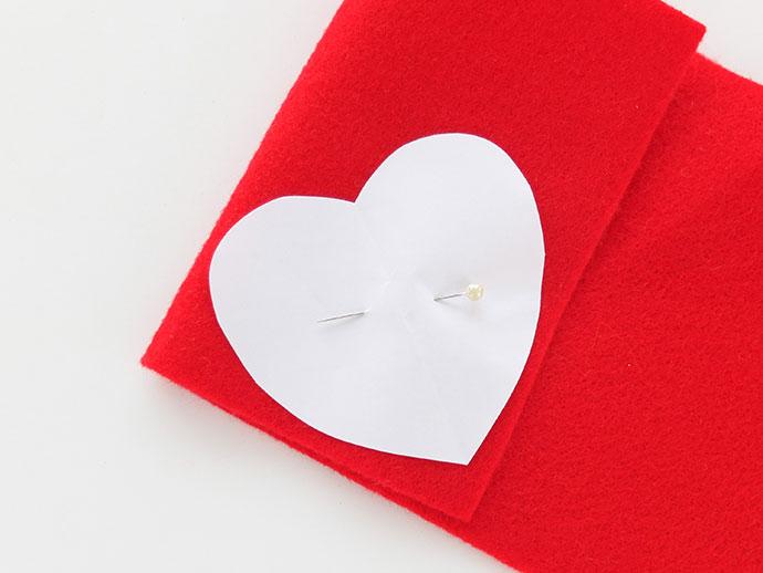 DIY travel sleep mask - heart eyes emoji - heart felt- mypoppet.com.au