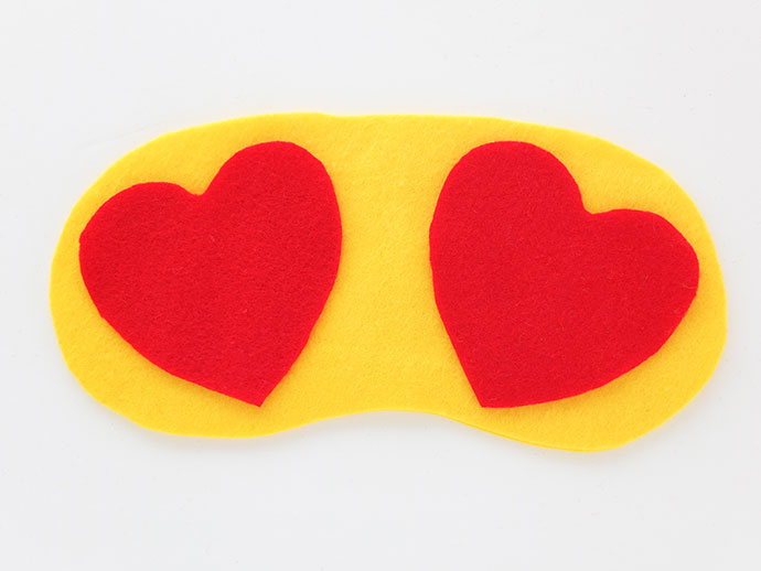 DIY travel sleep mask - heart eyes emoji - mypoppet.com.au