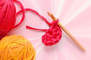 How to crochet a magic loop and treble stitch