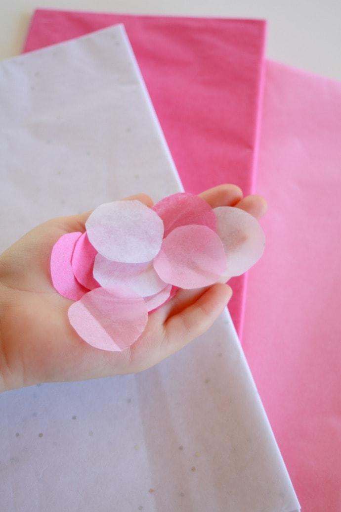 Make tissue paper circles