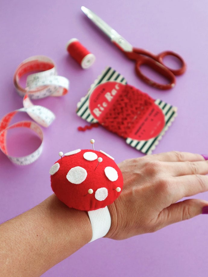 making a Wrist Pincushion with template mypoppet.com.au