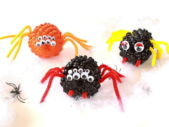 Kids Halloween craft Activity - Pinecone spiders mypoppet.com.au