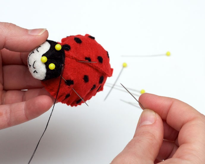 How to make a felt ladybug brooch - mypoppet.com.au