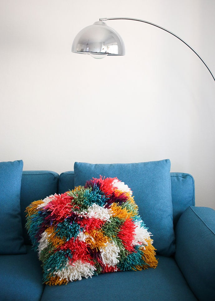 Shaggy latch hook cushion cover pillow DIY instructions