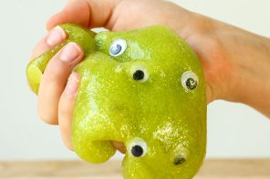 Halloween Craft – Green Glitter Googly Eye Slime