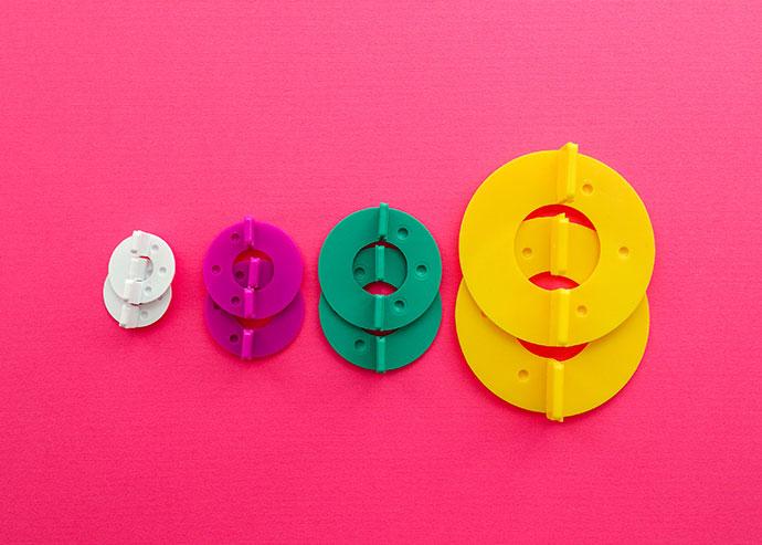 Pom Pom maker review - 4 sizes on a pink background