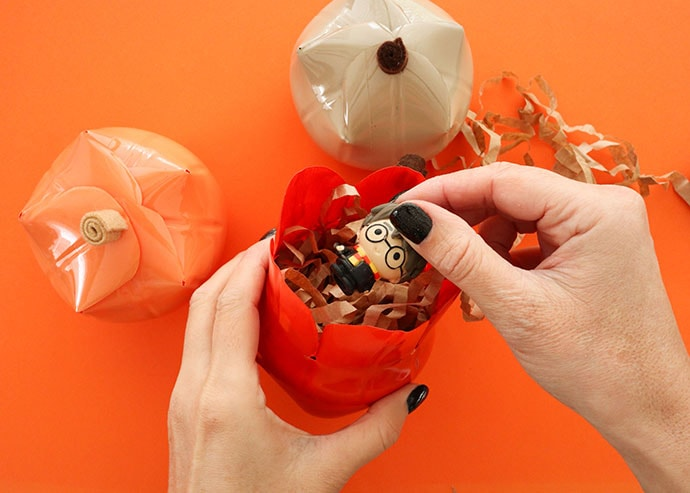How to make a pumkin shaped gift box from a platic bottle - mypoppet.com.au