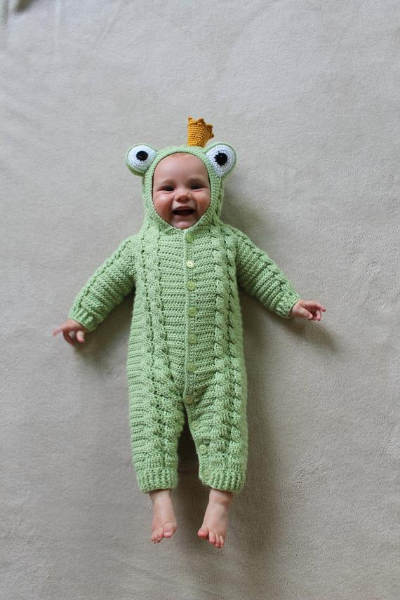 Baby Frog Prince Suit Crochet Pattern