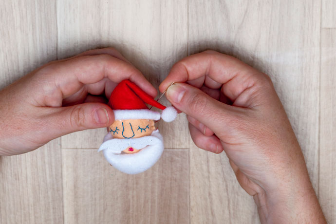 How to make a Santa face brooch