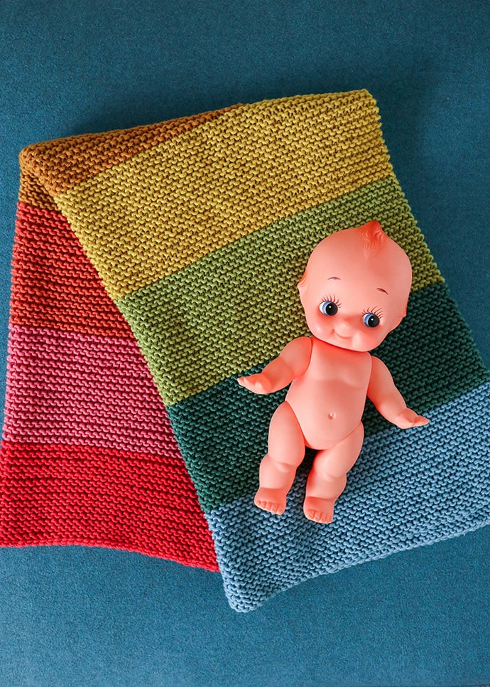 easy to knit rainbow baby blanket for baby shower gift.
