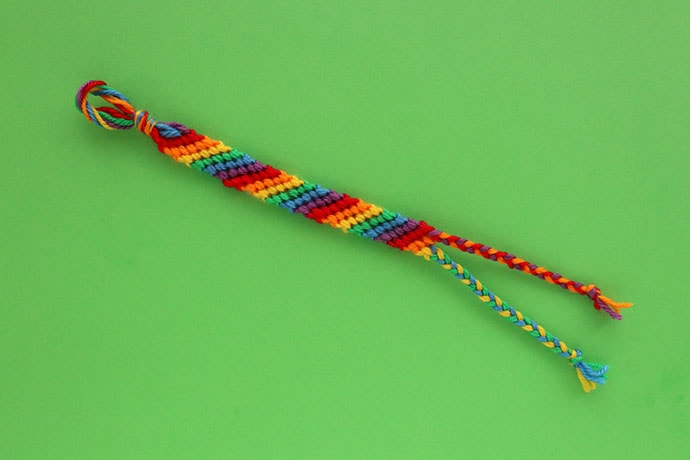 diagonal stripe friendship bracelet