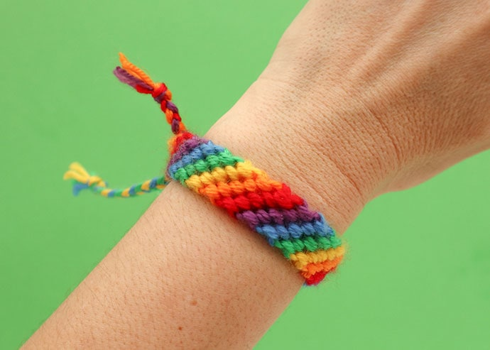Diagonal stripe briendship bracelet pattern