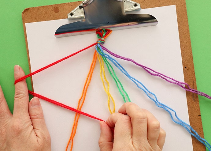 how to make a friendship bracelet knot.