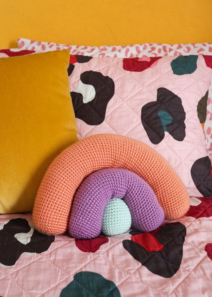 Crochet pattern rainbow cushion