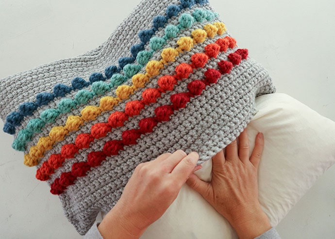 How to assemble crochet pillow cover