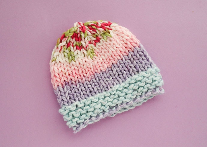 Newborn beanie knitting pattern - stripe baby hat on lilac background