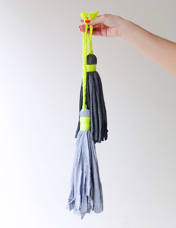 decorative tassel DIY from upcycled t-shirt