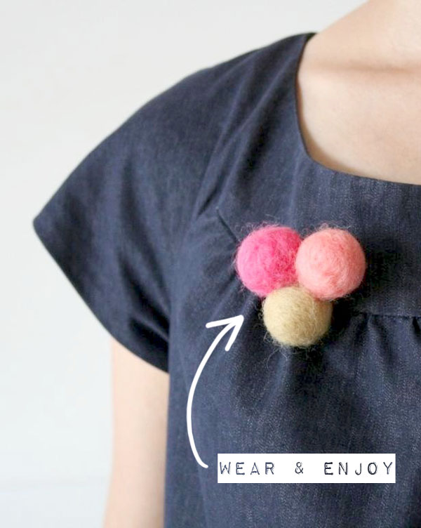 Make a felt brooch - needle felt bubbles