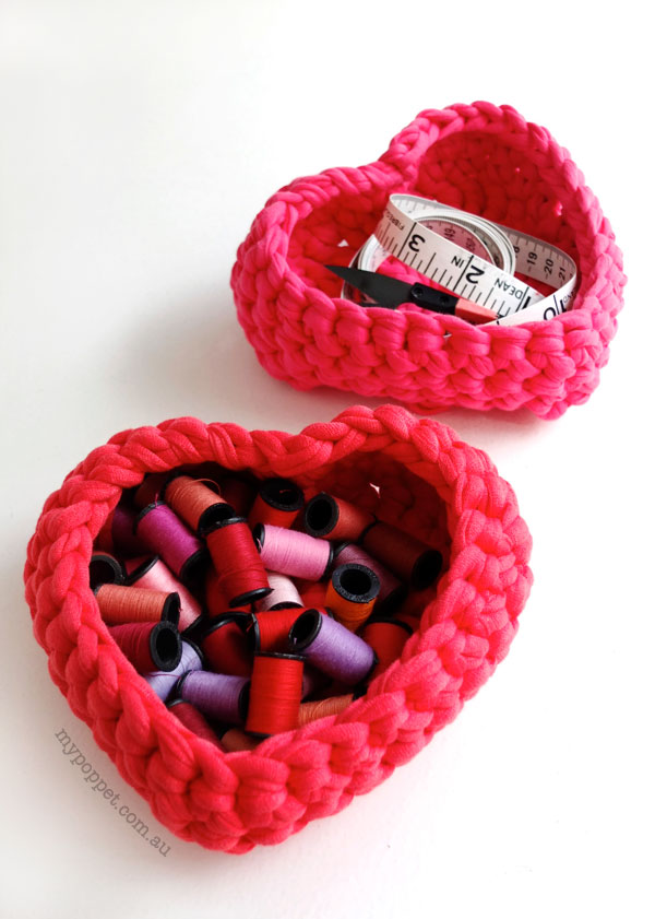 sweet heart crochet baskets. zpagetti yarn