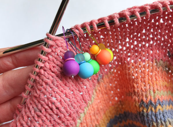 DiY knitting rainbow stitch markers