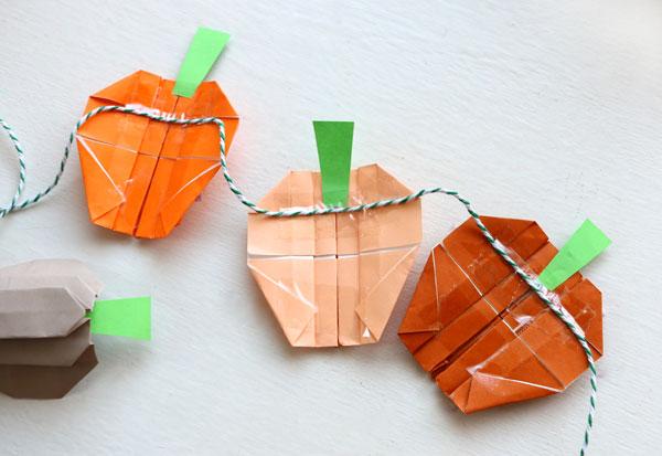 assemble pumpkin garland